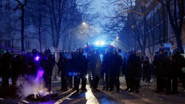 guvenlik yasa tasarisi fransa sokaklarini 13781806 17 m - Güvenlik Yasa Tasarısı Fransa sokaklarını karıştırdı: 30 kişi gözaltına alındı