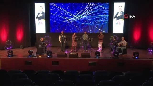 Mersin'de sağlıkçılar 'iyiliğe şarkılar konseri' için sahne aldı