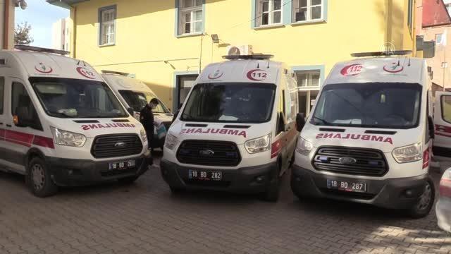 Acil tıp teknisyeni ve teknikerleri Kovid-19 salgınında yoğun mesaide