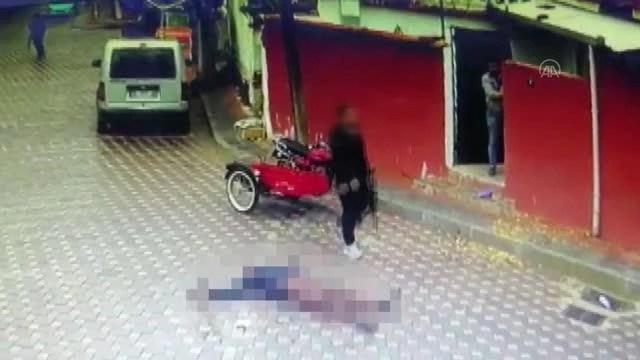 Son dakika haberi... Bir kişi, annesinin eski eşini pompalı tüfekle öldürdü - güvenlik kamerası