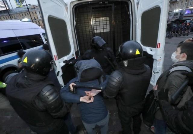 Rusya'da Navalny protestolarında gözaltı sayısı bini aştı