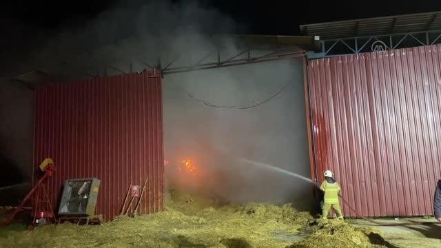 Saman deposunda yangın
