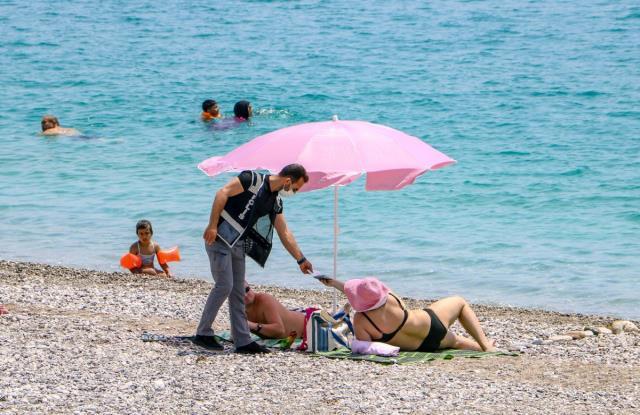 sokaga cikma kisitlamasinda sahiller turistlere 14166374 4663 m