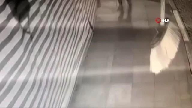 Güneş gözlüğü ve terlik çalan hırsızlar kamerada