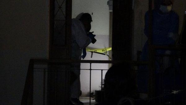 Bıçaklayarak öldürdüğü annesini çuvala koyup, 3 gün balkonda sakladı