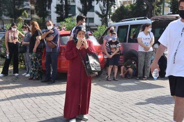 Adaylar salonda ter dökerken aileleri dışarıda dua okudu