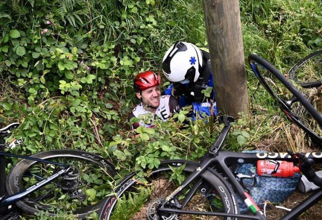 fransa bisiklet turu nda seyircinin actigi 14228446 4649 m