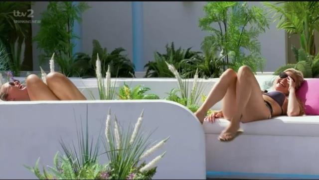 Love Island yarışmasının tarihinde bir ilk! Yarışmacıların hepsi aynı anda cinsel ilişkiye girdi