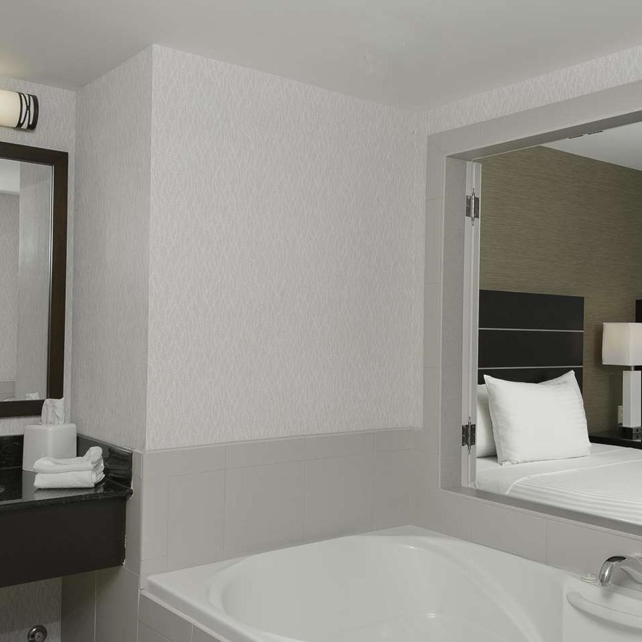 hotel embassy suites by hilton niagara