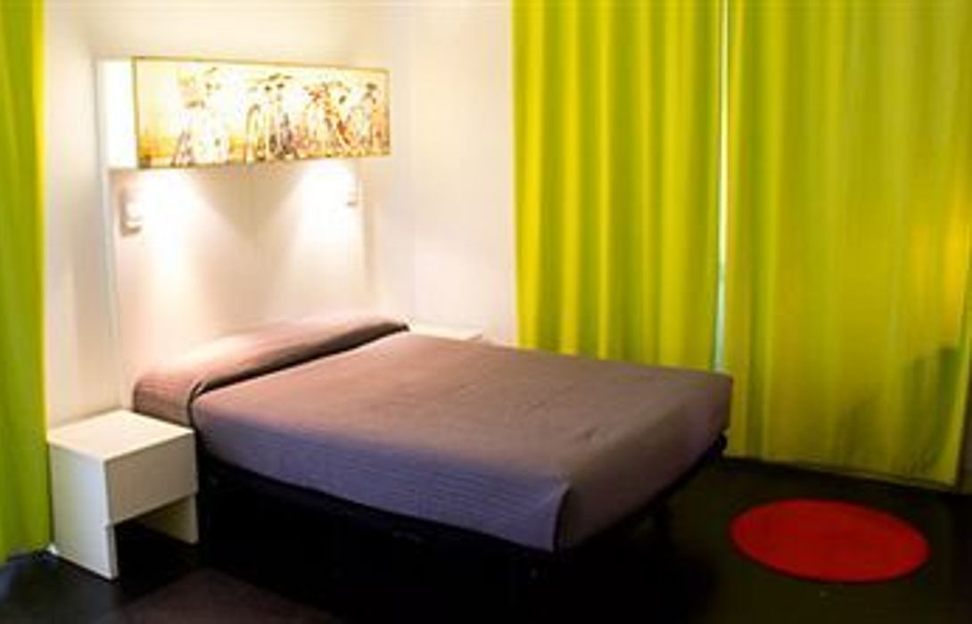 Hotel Hostal Raval Rooms Barcelona Great Prices At Hotel
