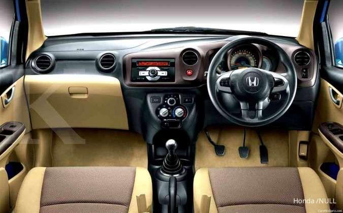Harga mobil bekas Honda Brio (Interior)