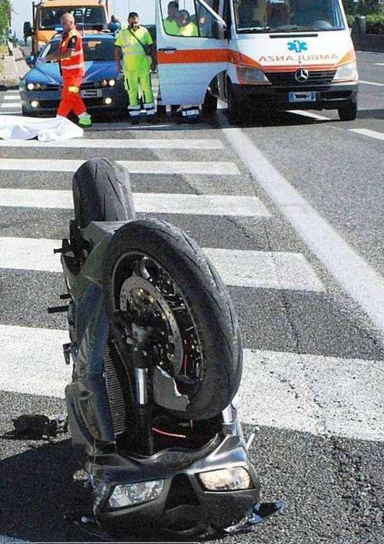 La moto di Andrea De Cesaris  Leggoit