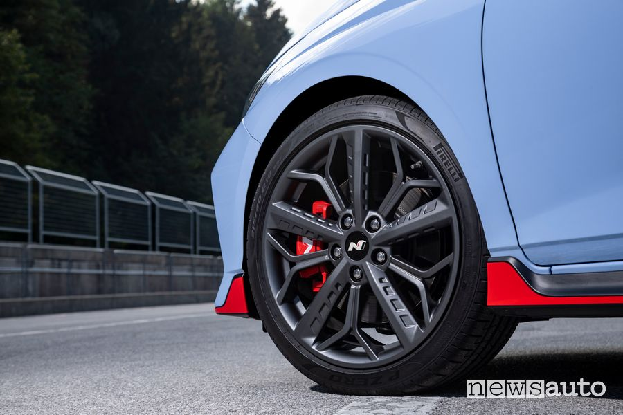 """18 alloy wheels"""" and Pirelli P Zero Hyundai i20 N tires"""