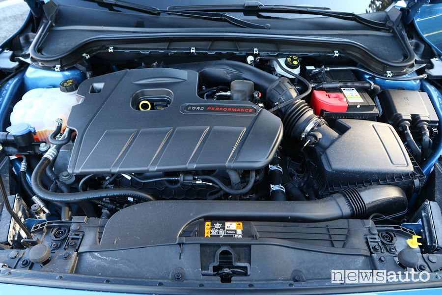 Ford Focus ST 2.3 Ecoboost 280 HP engine compartment