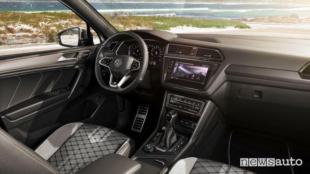 Volkswagen Tiguan Allspace cockpit instrument panel