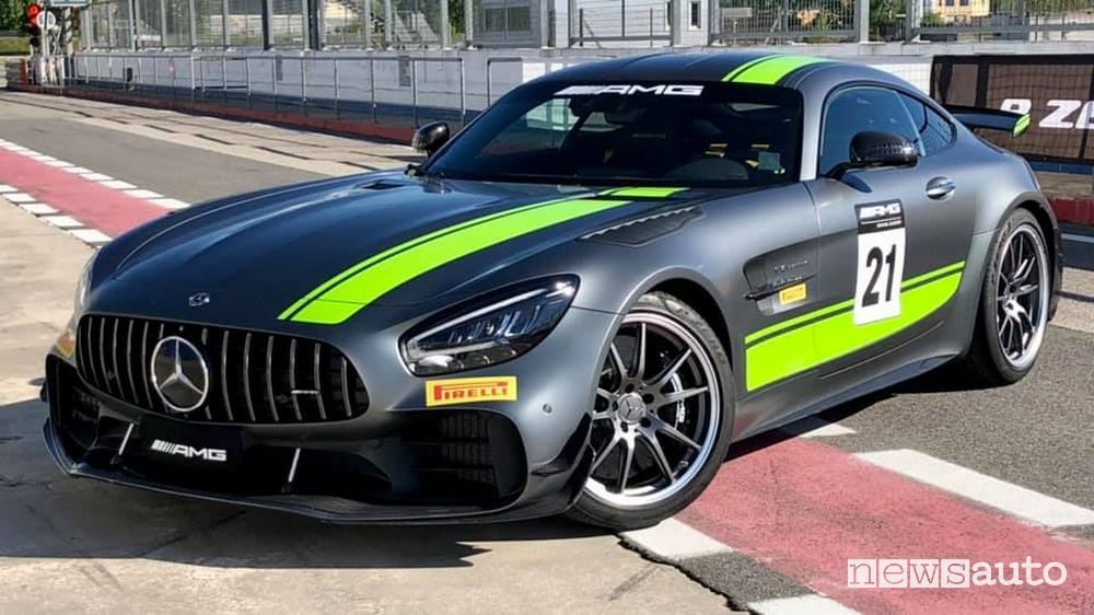Mercedes-AMG GT R that pays the super stamp in Italy