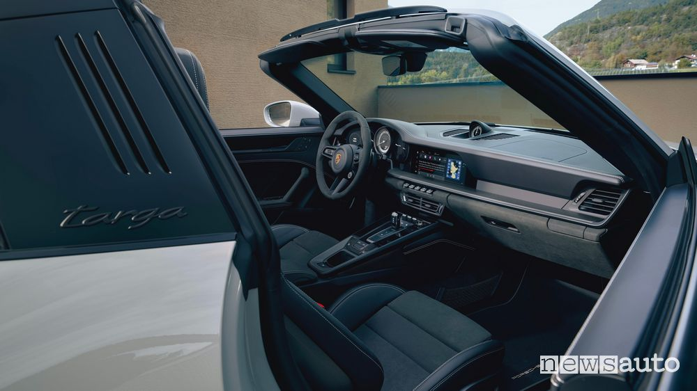 Interior new Porsche 911 Targa GTS