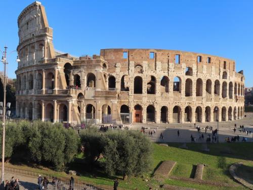 Colosseum, Forum Romanum en stad