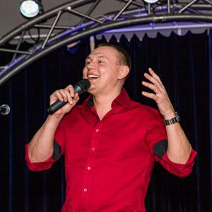 Концерт в клубе Алексея Козлова. Поёт Степан Меньщиков