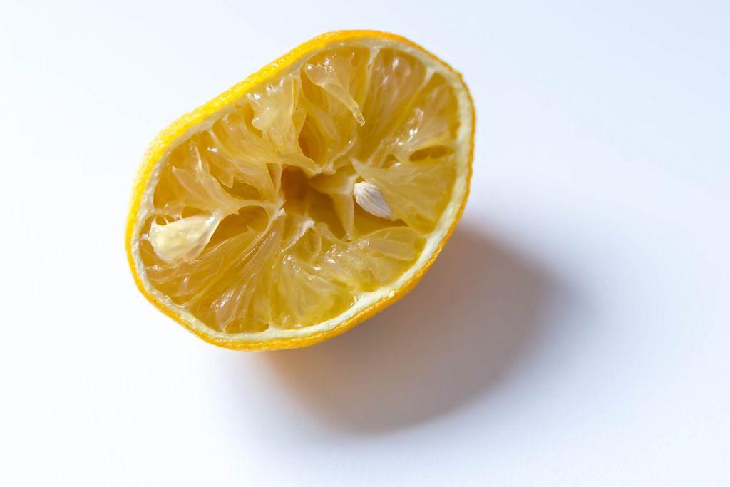 Obstplatte mit Wassermelone und Orange und eine