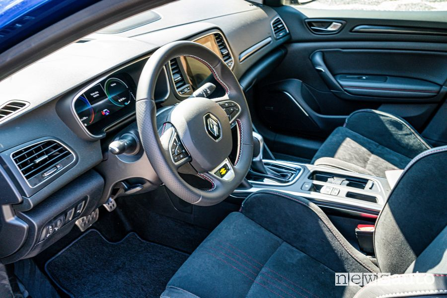 Renault Mégane E-Tech Plug-in Hybrid RS Line cockpit steering wheel
