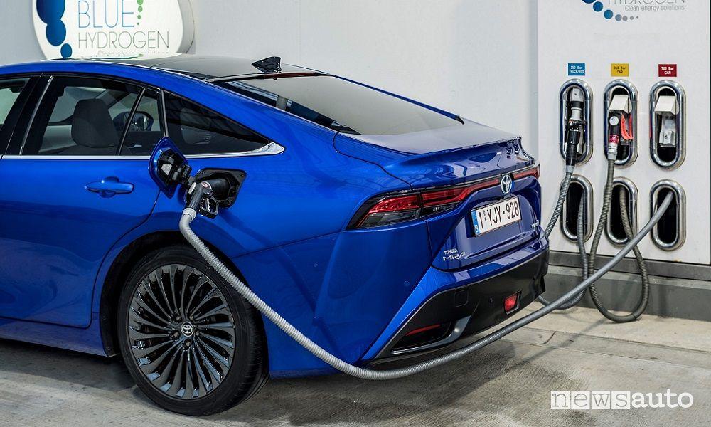 New Toyota Mirai hydrogen refueling