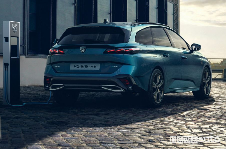New Peugeot 308 SW plug-in hybrid in charging
