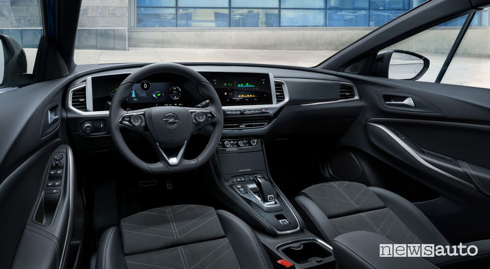 New Opel Grandland Hybrid4 2022 cockpit instrument panel