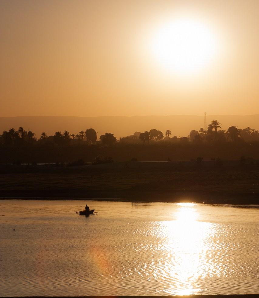 Fischerboot Nil im Sonnenuntergang