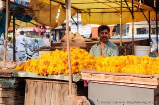 Blumenhändler in Hubli