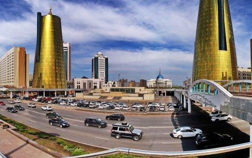 foto 2 Druk verkeer in Astana (foto jozef mols)