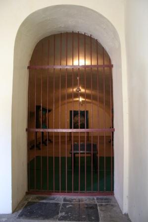 pintu thanan