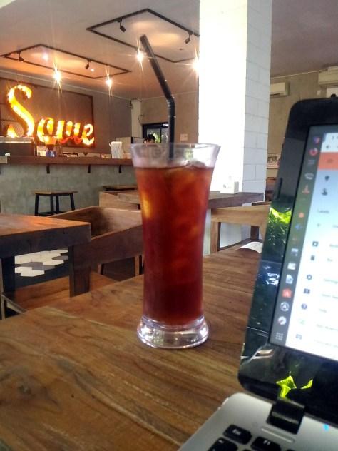 efahmi cafe sovie americano laptop work