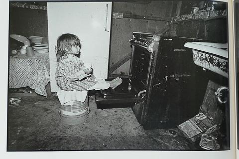 Herman LeRoy Emmet: Tina warming her feet - Buchseite