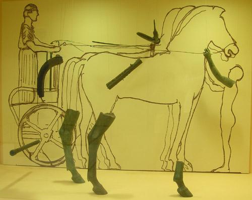 Rekonstrukcja grupy rzeźbiarskiej, której elementem jest posąg woźnicy