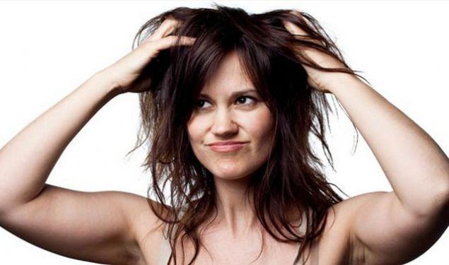 Saçlarınızdaki kepeğin kesin çözümünü bulmak istiyorsanız saçlarınıza bir avuç karbonatla masaj yapın daha sonra her zamanki gibi yıkayın. Bu işlemin altı kere tekrarı halinde karbonatın saç kepeklerini yok ettiğini görebilirsiniz.