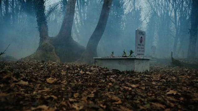 Issız Cuma Mezarlığı  Çanakkale'nin Yenice ilçesine bağlı Seyvan ve Çakıroba Köyleri arasında bulunan 'Issız Cuma' cami mezarlığında yaşandığı söylenen sır dolu olaylar tüyler ürperten cinsten. 1335 yılında yapılan caminin etrafında başka bir yapı bulunmadığı için 'ıssız' adı verilmiş. Cami avlusunda bulunan mezarlık ise 680 yıllık.