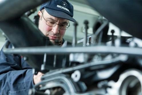 Die Diesel Doktoren - redazionale per la rivista Legende della Scania - Location: Diesel Tecnica dei Fratelli Spolzino (Officina specializzata Scania) a Sala Consilina (SA) - fotografie realizzate per la Appelberg Publishing - Stockholm