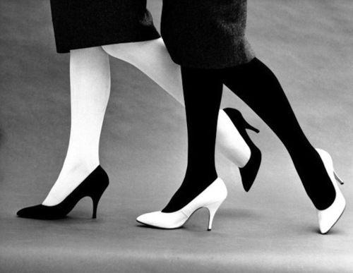john french fotografo moda anni 50 e 60 scarpe bianco e nero
