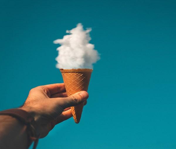 fotografia di cibo di un cono con una nuvola