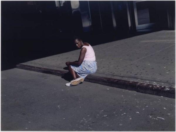Paul Graham donna nel marciapiede ritratto