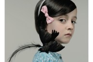 Cecile Decorniquet foto bambina con uccello morto