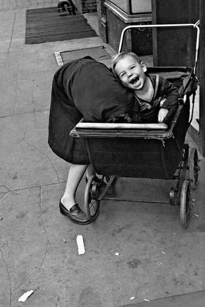 helen-levitt_new-york_1940 fotografa foto maestro della fotografia