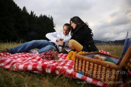 fotos-de-parejas-embalse-del-neusa-fotografias-de-novios-sesion-fotografica-campestres-picnic