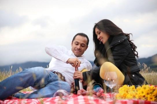 fotos-de-parejas-embalse-del-neusa-fotografias-de-novios-sesion-fotografica-picnic