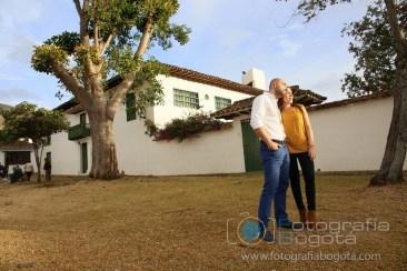 sesion-de-fotos-en-villa-de-leyva-fotografias-de-parejas-fotos-de-pre-boda-amor