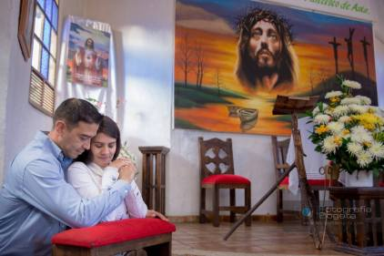 sesion-de-fotos-pueblito-boyacense-fotografias-de-parejas-romanticas-iglesia