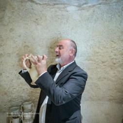 """Mimmo Vestita all'interno del suo Museo della Ceramica di Grottaglie, la """"Casa Vestita"""""""