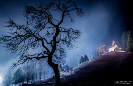 winterliche Kapelle in Ellmau (AT)