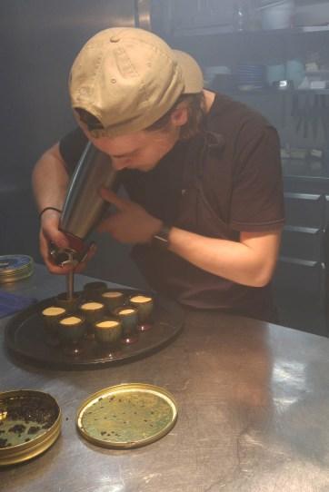 Ein Koch bei der Arbeit